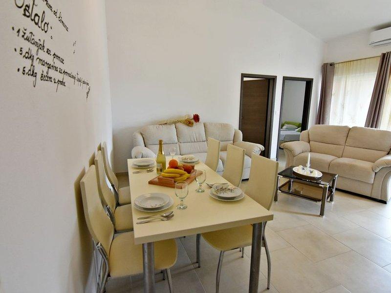 Appartamento Poreč-Tar NOA3 con piscina, balcone, sala giochi, Wi-Fi, barbecue, holiday rental in Tar