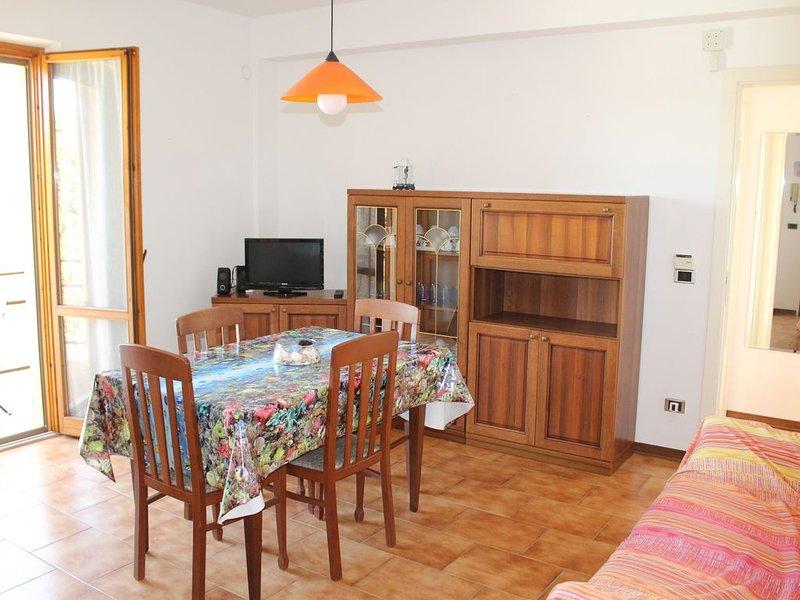 Luminoso appartamento con tre camere e posto auto privato, vakantiewoning in Direttissima del Conero