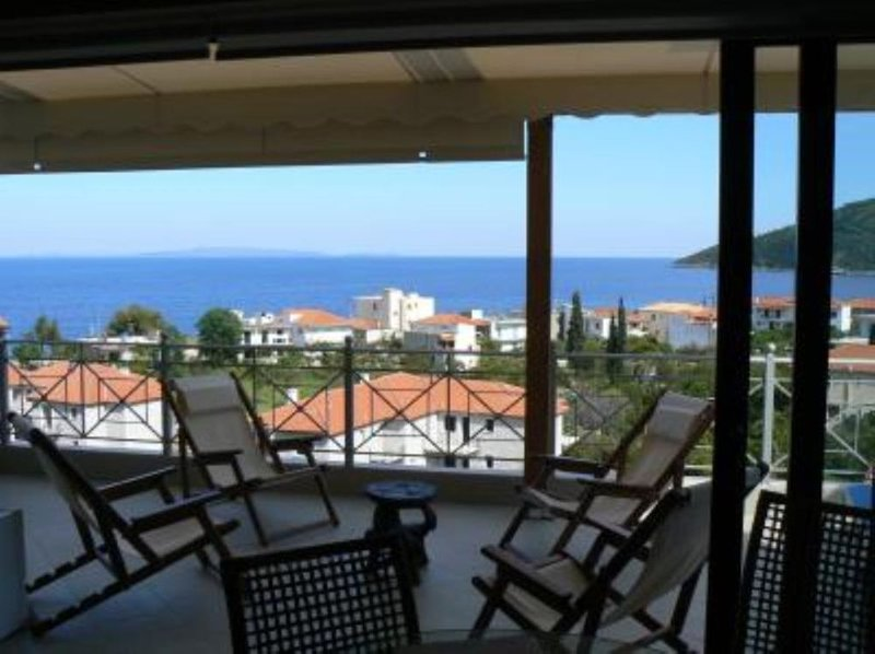 village de Tyros: Appartement de charme sur la mer, holiday rental in Tyros