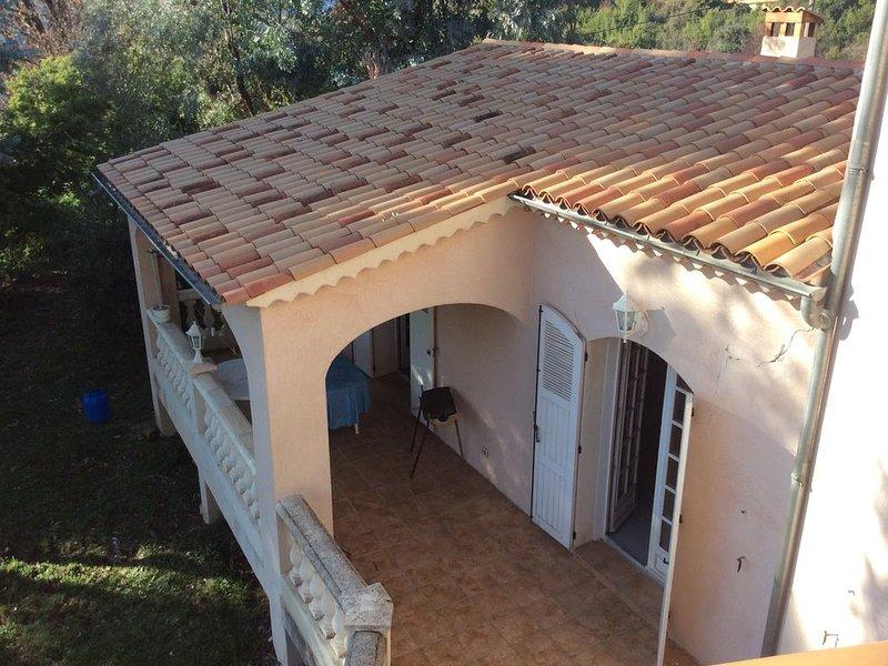 maison entre mer et montagne très calme dans l'arriere pays niçois, aluguéis de temporada em Utelle