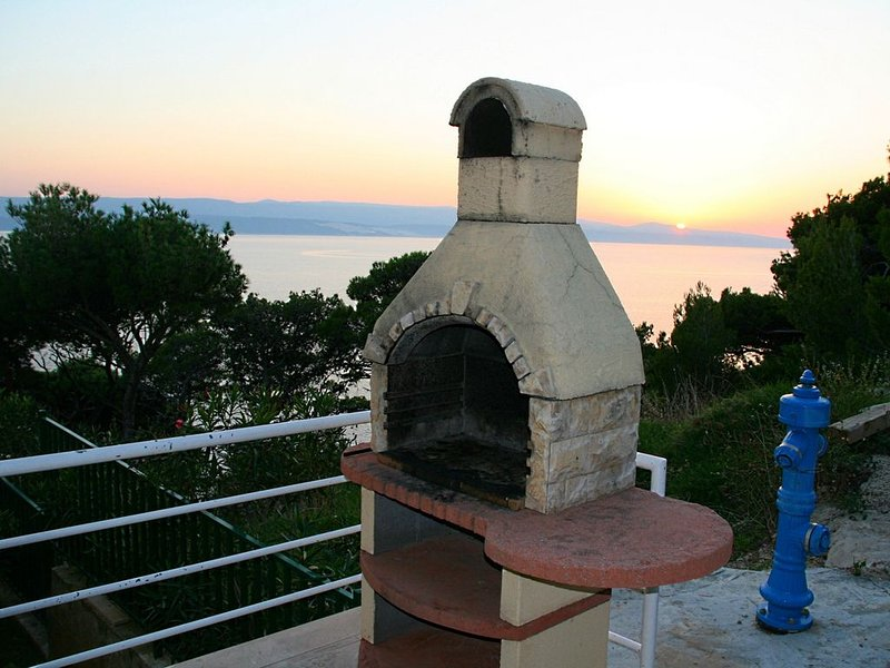 Villa Mandolina situated just over Private beach and with best sea view, vacation rental in Marusici