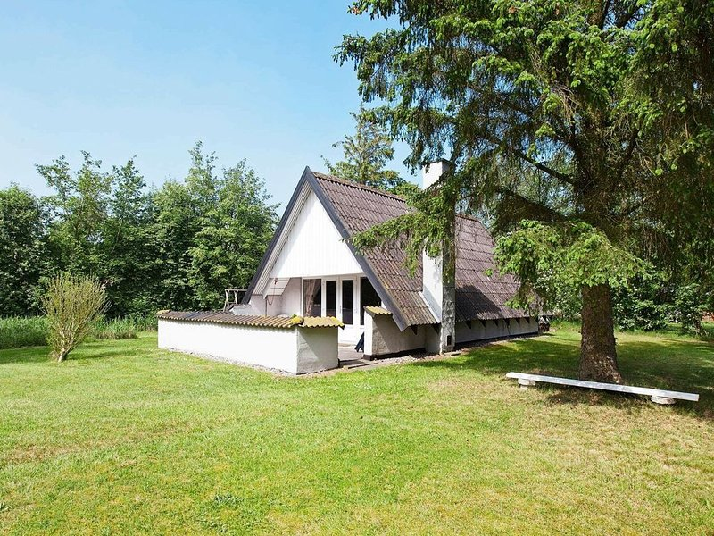 Cozy Holiday Home  in Rødby with Barbecue, location de vacances à South Zealand
