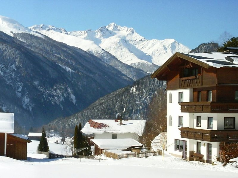 Apartment in Tobadill with Ski Storage, Balcony, Heating, aluguéis de temporada em Grins