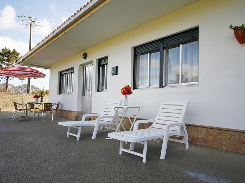 Apartamento - 2 Dormitorios - 102053, holiday rental in A Virxe Do Camino