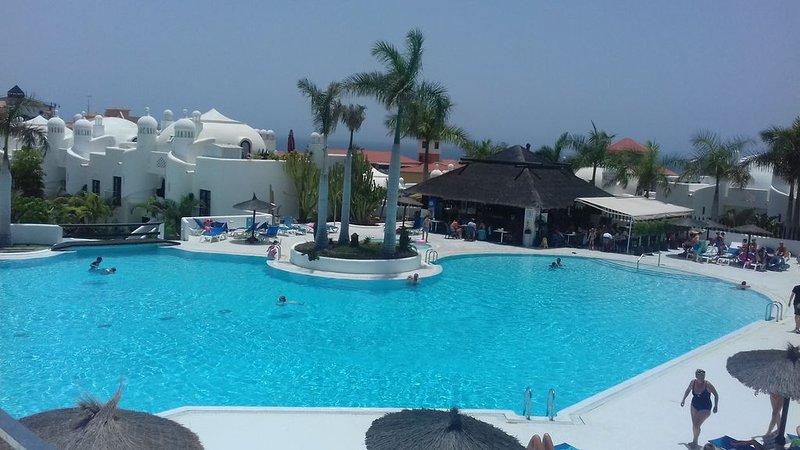 Appartement dans un superbe complexe avec 3 piscines, bar, Wifi près de la mer, vacation rental in Playa Paraiso