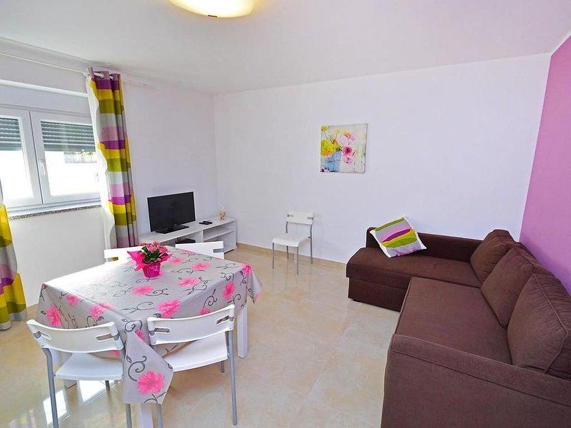 Appartamento moderno Umag Iris Rosa,  2 camere, vicino al centro, lavastoviglie, alquiler vacacional en Umag