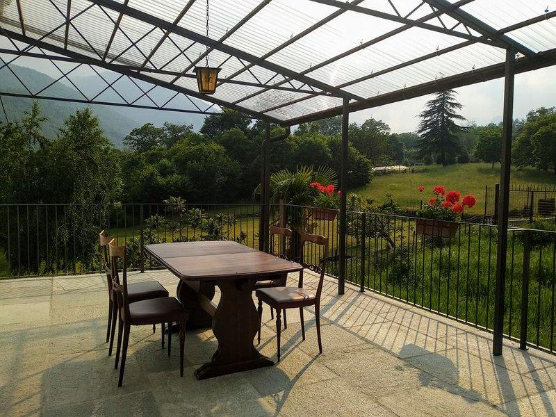 Chez Bonjour : casa vacanze con ampio terrazzo vista montagne, vacation rental in Prarostino
