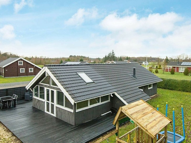 Modern Holiday Home in Hovborg Denmark with Terrace, holiday rental in Hovborg