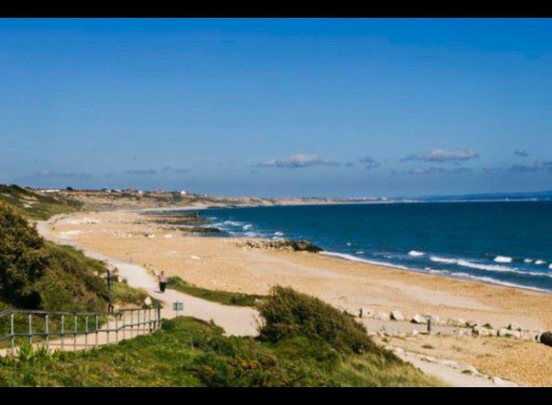 Highcliffe beach 10 mins drive