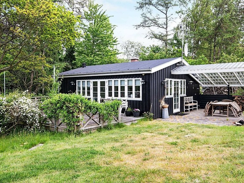 Brilliant Holiday Home in Ebeltoft with Roofed Terrace, vacation rental in Southdjurs Municipality
