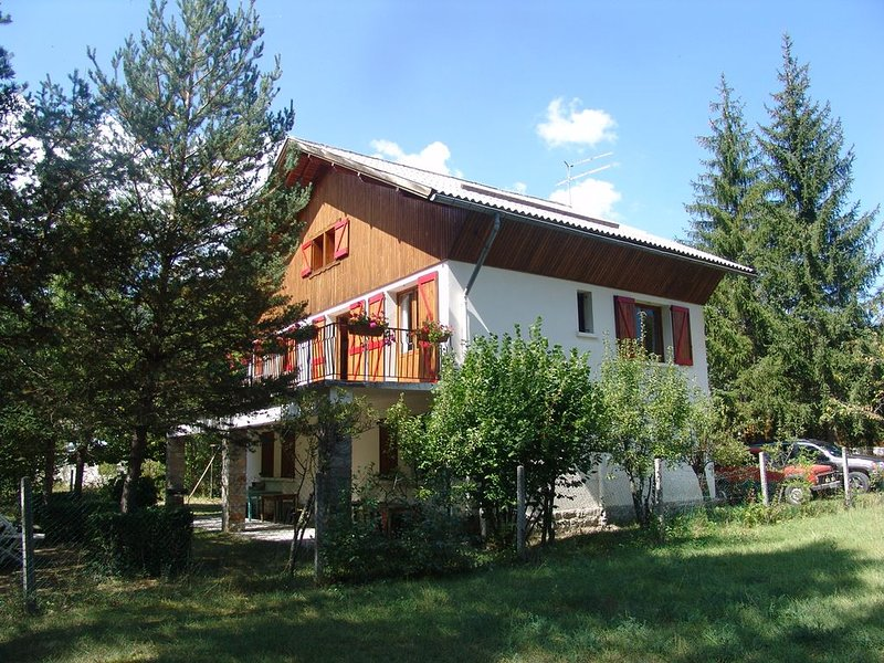 Chalet Brunel: your hideaway in the Haut Verdon for groups of up to 17 people, vacation rental in Le Fugeret