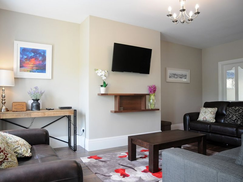 Fifty-Five Dingle - Holiday Home in Dingle Town, holiday rental in Dingle