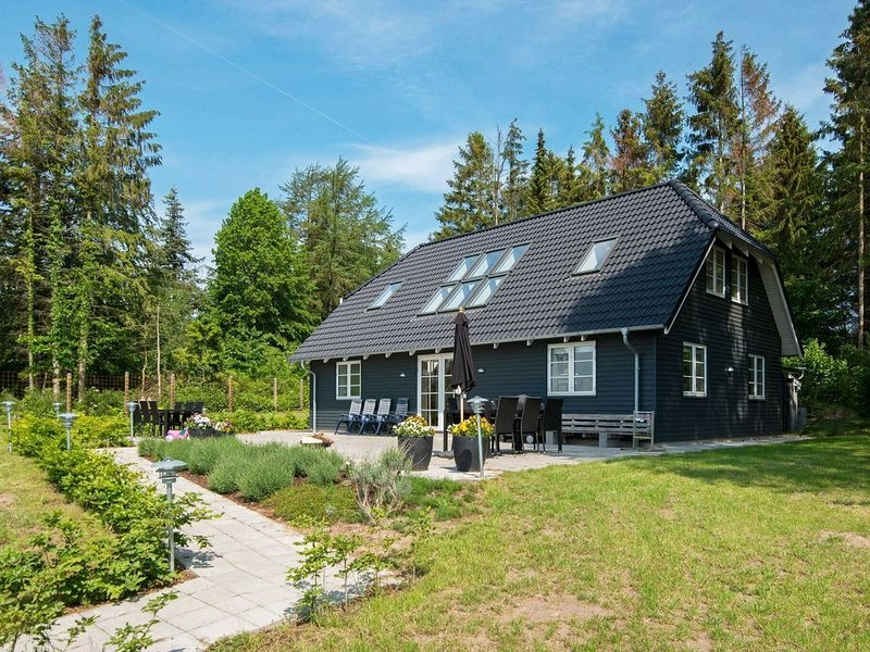 Magnificent Holiday Home in Jutland with Whirlpool, holiday rental in Skovgaarde