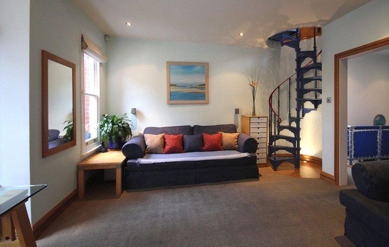 2 BEDROOM  APARTMENT, WEST LONDON, alquiler de vacaciones en Chiswick
