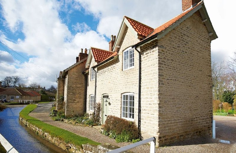 Harwood Cottage is a period stone built property dating back over 200 years in H, location de vacances à Coneysthorpe