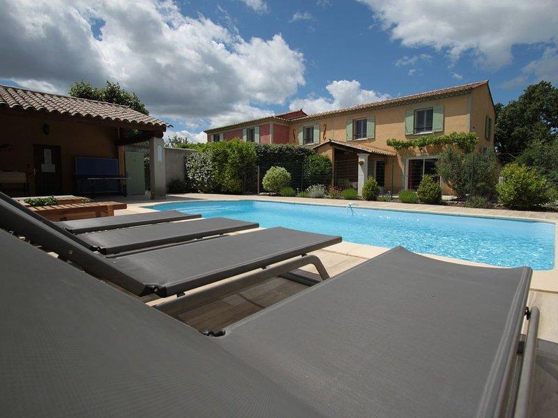 Le gîte Jaune avec une piscine privée plein sud, holiday rental in Taillades