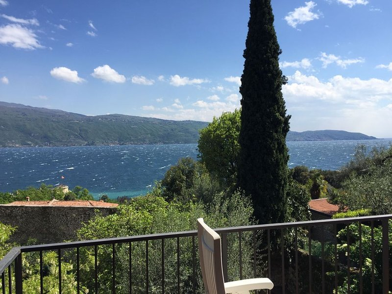 La terrazza sul lago del residence Oliveto., vacation rental in Liano - Formaga