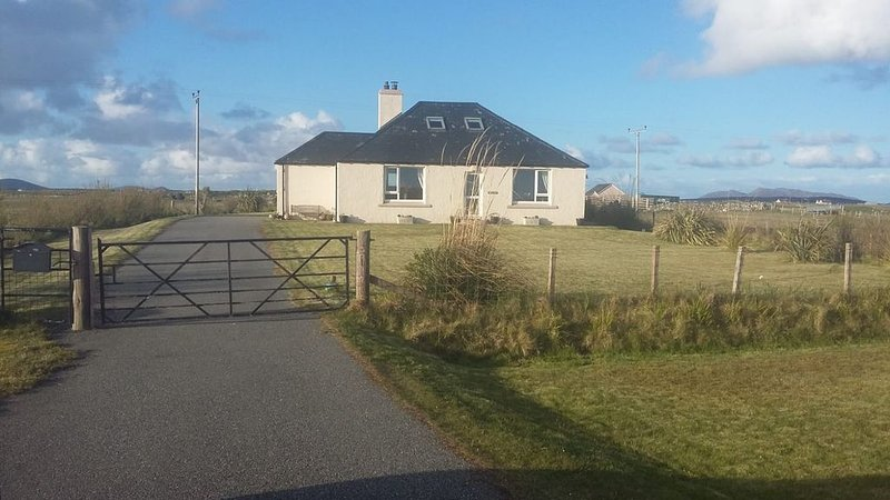 Home from Home on Beautiful Open Machairland, holiday rental in North Uist