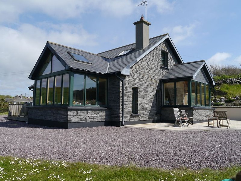 Luxury Holiday Cottage by a secluded beach near Ballycotton, vacation rental in Shanagarry