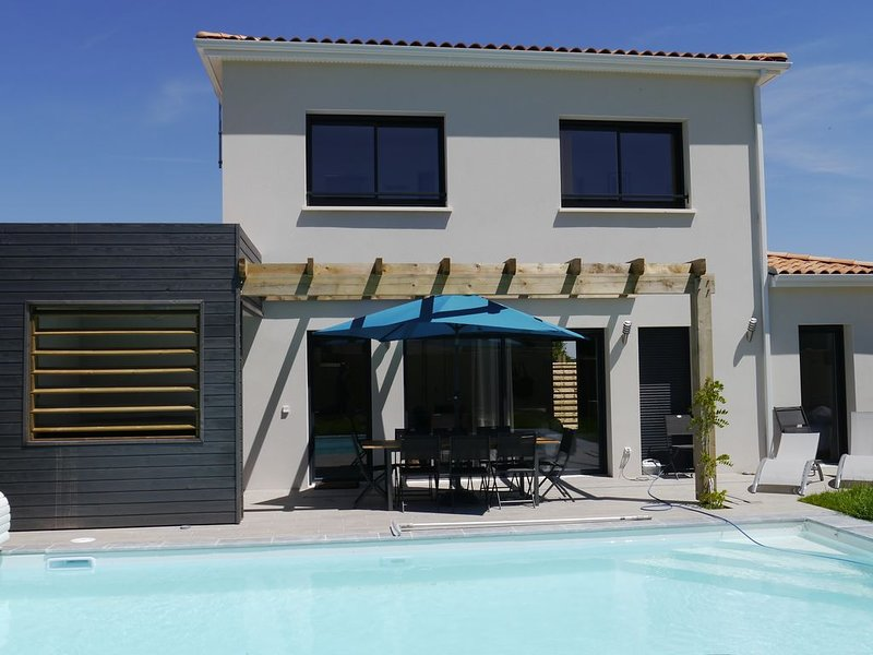 Villa with aircon, jacuzzi & pool on a residence with tennis, holiday rental in Saint-Augustin