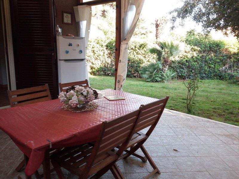 Appartamento con giardino Marina di San Nicola, holiday rental in Passo Oscuro