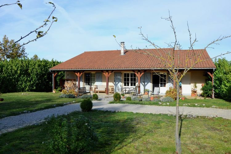 Luxury villa near the cute towns of Sarlat and Rocamadour, vacation rental in Lanzac