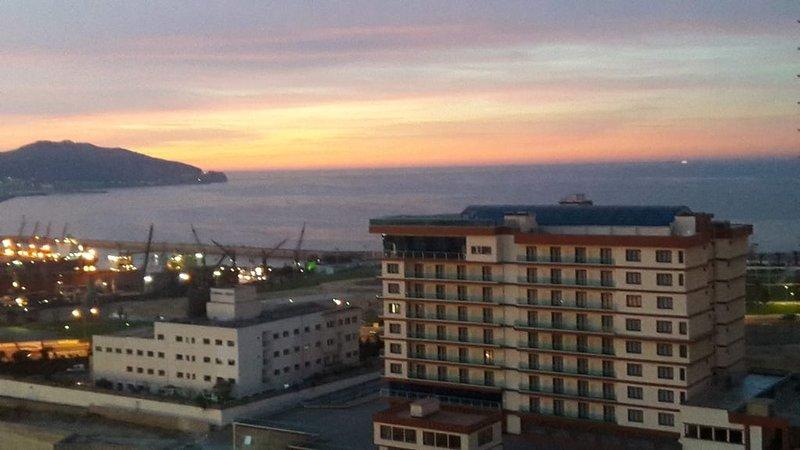 F4 centre ville 150m front de mer Wifi. Au plaisir de vous recevoir, holiday rental in Algeria