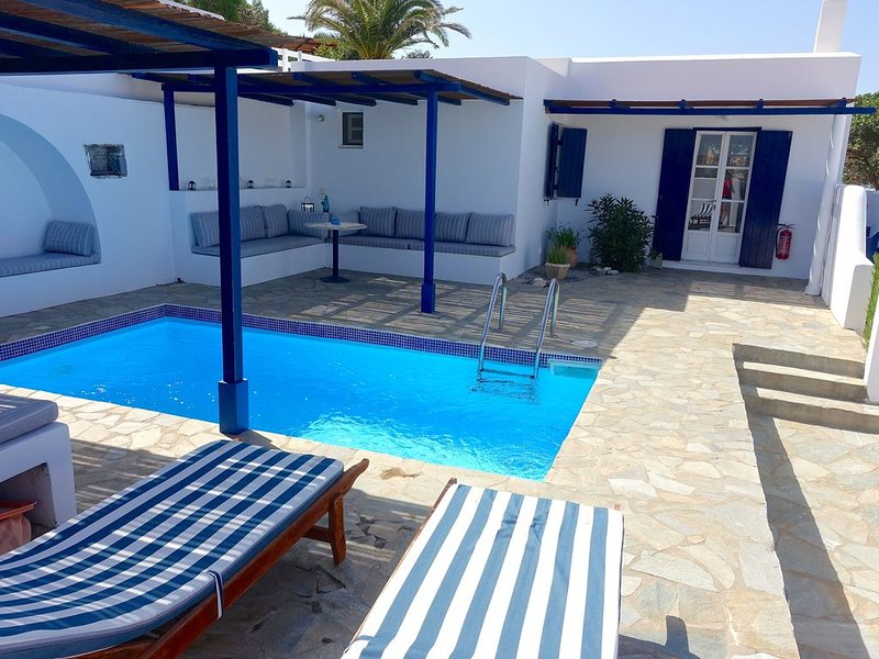 Kamari Villa - D w/ Private Pool, holiday rental in Ano Koufonissia