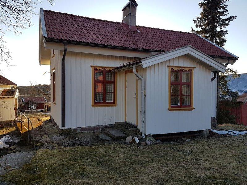 Gårdsstuga belägen på mindre lantgård på västkusten. Nära djur och natur – semesterbostad i Halleviksstrand