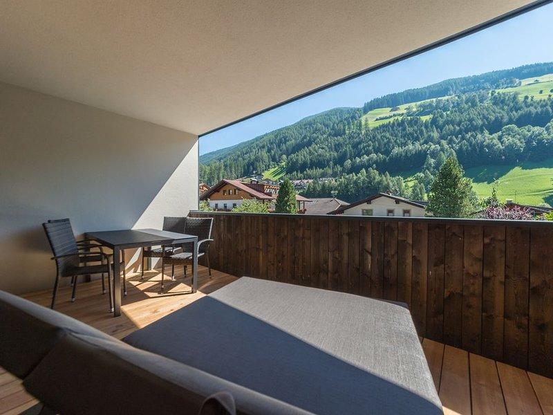 app nuovo posizione centrale, terrazza grande, incluso ingresso piscina pubblica, location de vacances à Valle Aurina
