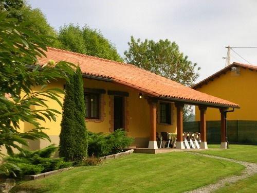 Casa rural (alquiler íntegro) El Robledal para 10 personas, holiday rental in Llanes