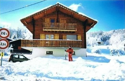 Ski chalet in pretty village of Morillon, Grand Massif, location de vacances à Morillon