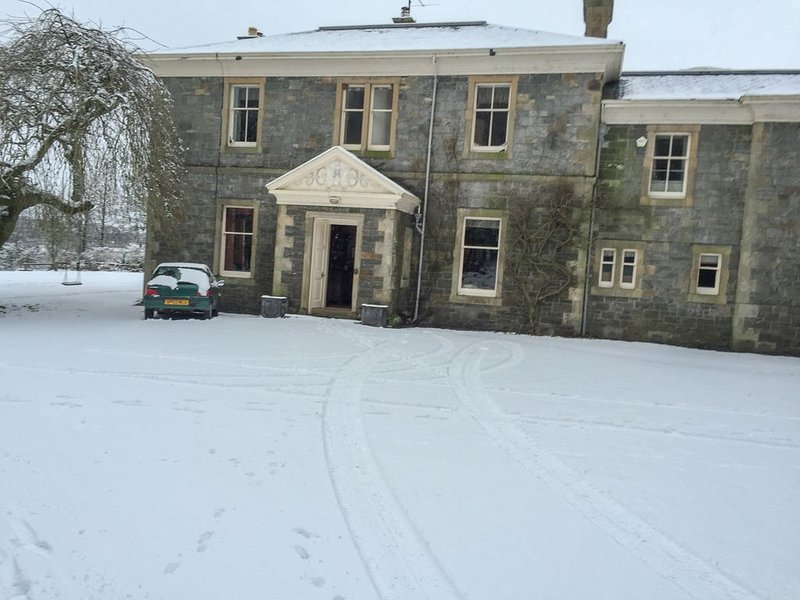 Grand country house on the banks of River Dee, sleeps 12, vacation rental in Kirkpatrick Durham