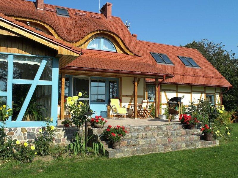 Tasteful villa on the Polish coast in beautiful nature. Lovely garden, sauna, vacation rental in Choczewo