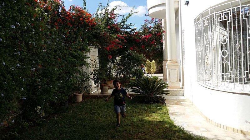 Grande et Luxeuse Villa dans un quartier Résidentiel à la Soukra, holiday rental in La Marsa