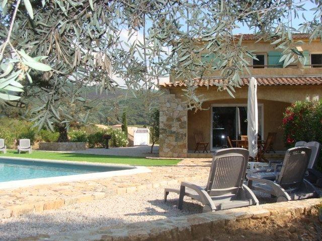 Maison toute équipée, avec piscine privative, à la sortie de Calvi, holiday rental in Calenzana