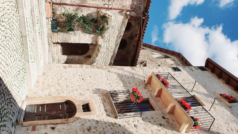 Dimora e appartamenti  d'epoca nel cuore del borgo di Santo Stefano di Sessanio, holiday rental in Fontecchio