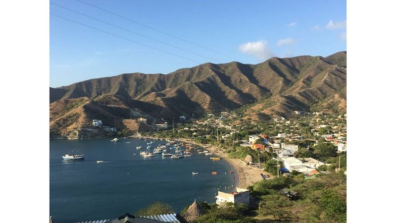 Cabaña con vista al mar ideal para grupos o pareja, alquiler de vacaciones en Taganga