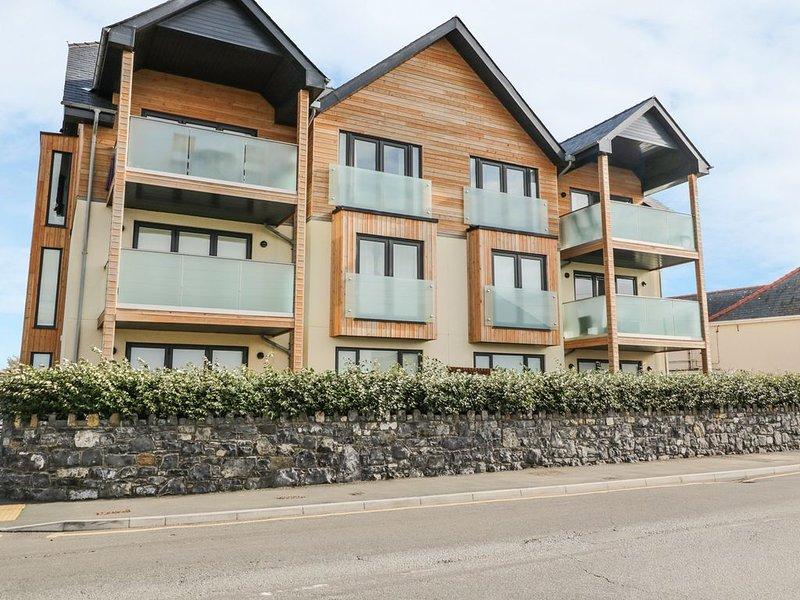 2 Y Bae, TREARDDUR BAY, vacation rental in Holyhead