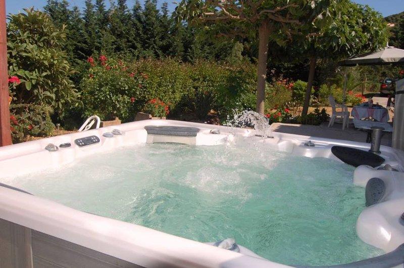 Maison jardin Jacuzzi Ajaccio Alata mer/montagne, location de vacances à Alata