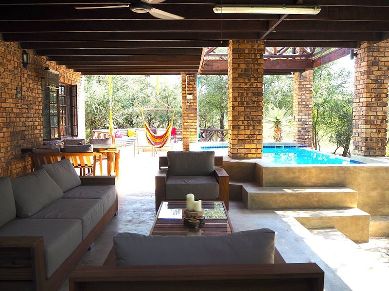 The Wild Bunch Safari House (near Kruger National Park), holiday rental in Malelane