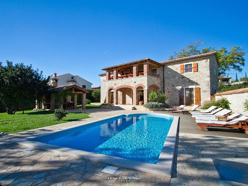 Beautiful private villa with pool near Porec, aluguéis de temporada em Fabci