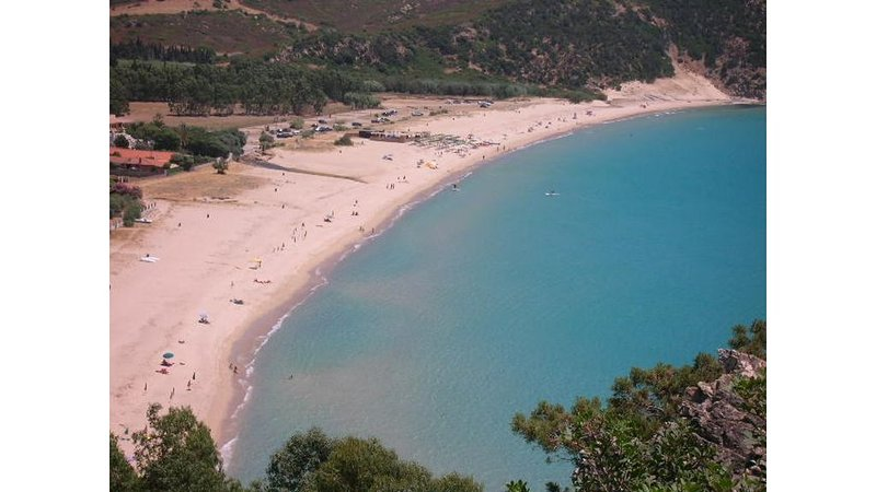 Wonderful cottage 60 meters from the sea -  gate 5 mt from white sandy beach, location de vacances à Solanas