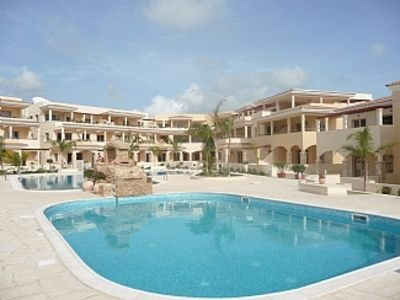 Luxury Apartment, full air-con, stunning balcony overlooking 2 pools, holiday rental in Mandria