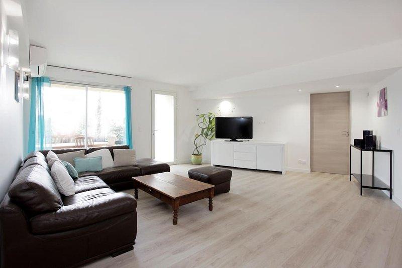 loue appartement indépendant dans villa, vacation rental in Biot