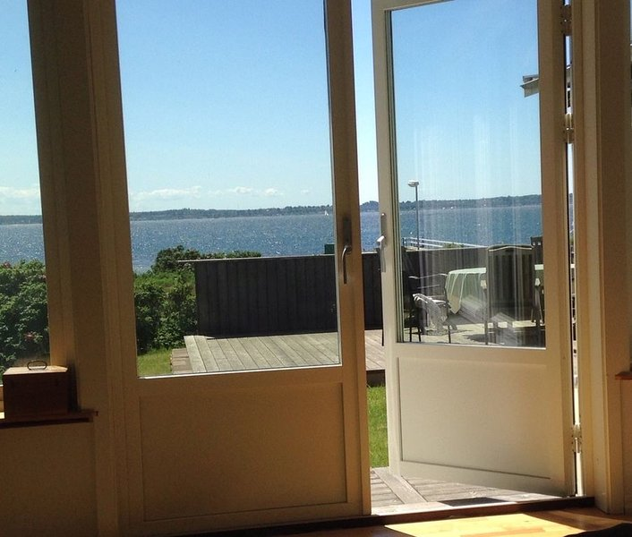 Domsten summer house - right by the ocean – semesterbostad i Hyllinge