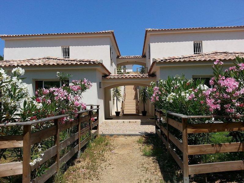 Petite résidence de charme à 10 mn à pied de la plage d'Agosta, casa vacanza a Pila-Canale