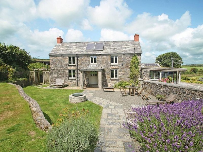 The Farmhouse, CAMELFORD, holiday rental in Treveighan