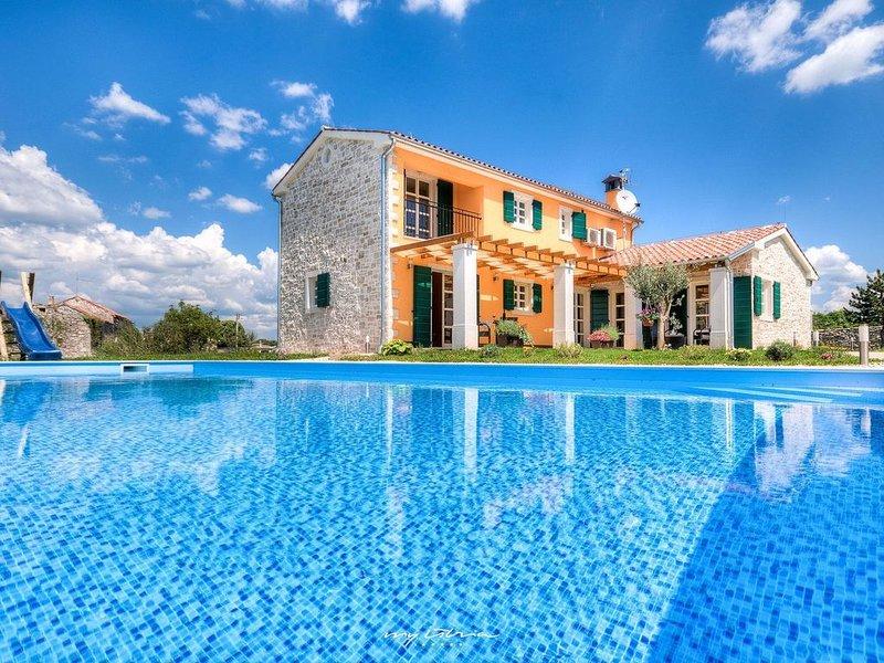 Charming Villa with private pool near Svetvincenat, alquiler de vacaciones en Svetvincenat