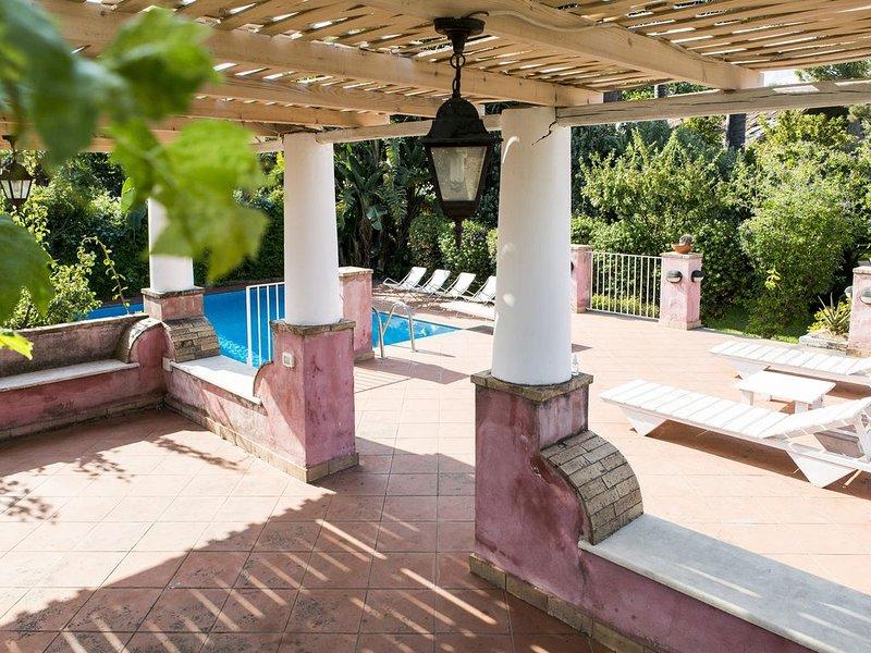 Villa EtnaSicily con piscina e giardino privati e terrazze vista mare Etna, holiday rental in Santa Venerina
